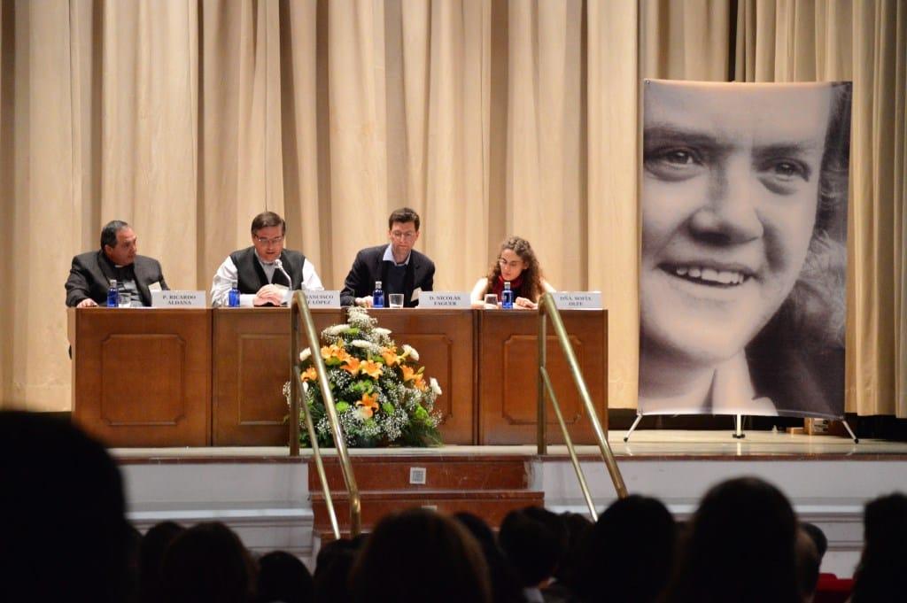 """Foto de la mesa redonda en el XII Encuentro FCSM, en marzo de 2017, que trató sobre el Libro """"Quién es cristiano"""" de Hans Urs von Balthasar"""