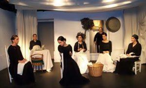 """Escena de la obra de teatro """"La casa de Bernarda Alba"""", de Lorca, por Teatro Karpas"""