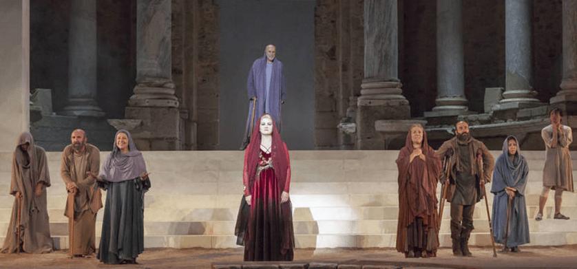 """Escena de la obra de teatro """"La Orestíada"""", de Esquilo, por la Joven Compañía Nacional de Teatro Clásico"""